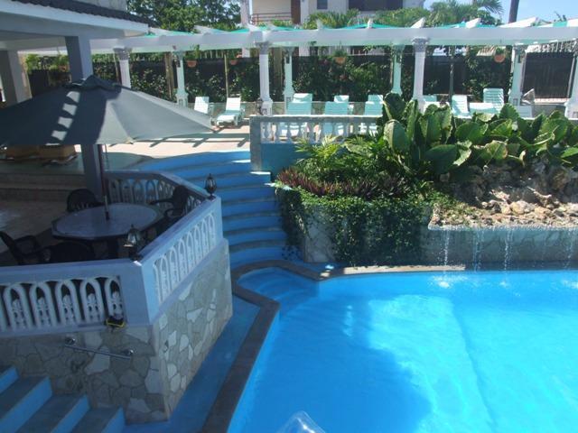 Hostal con piscina en boca ciega habana del este la for Casas con piscina en la habana