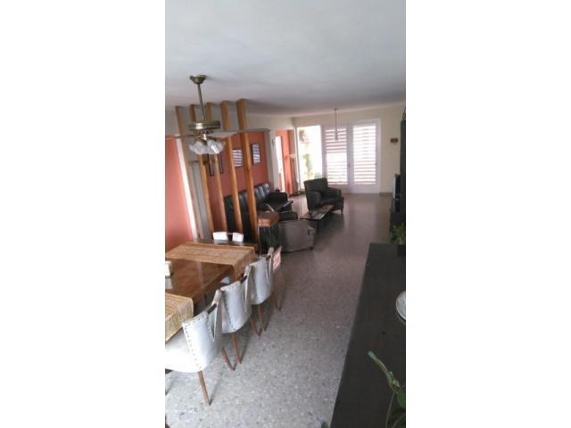 Vista al malecón, propiedad horizontal de 3 habitaciones