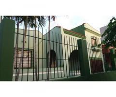 Venta de casa independiente en Playa. 5cuartos, 3 baños, garaje, jardín y patio.