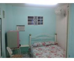 10 cuc Se renta, con entrada independiente, habitación climatizada, con baño pri