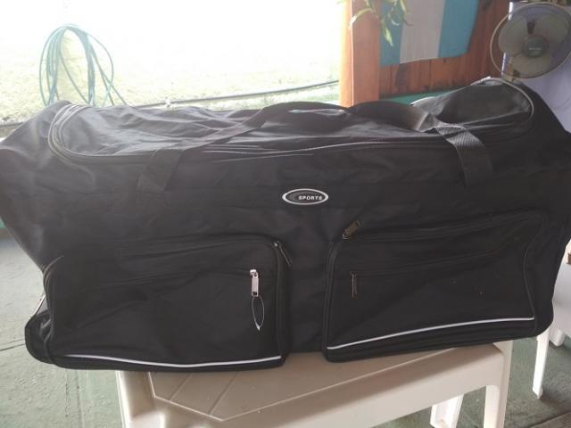 vendo maletin grande de viaje , nuevo. tiene ruedas