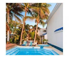 Reserve una bellísima casa en la playa Santa Fe: piscina-jacuzzi y salida al mar