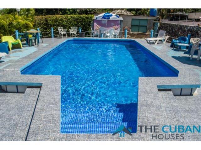 Casa con Piscina en playa Santa Fe y salida directa al mar. Llame al 53851720